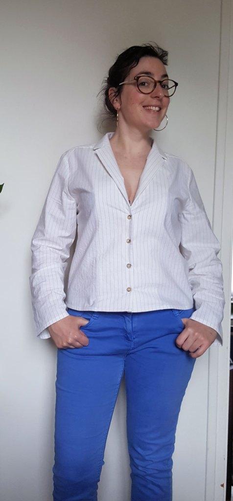 Devant de la chemise Pierrot en popeline rayée blanche et bleue