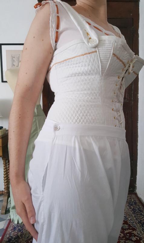 détail ceinture pantalon 1880