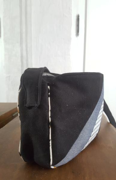 côté de la bandoulière du sac Cirri