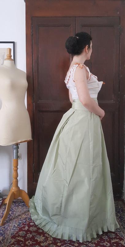 jupe de dessous en taffetas verte pour robe de bal 1880