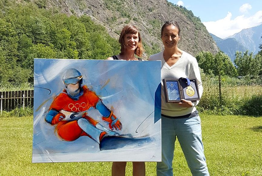 Painting art on canvas sport sliding board: Olympic champion Isabelle Blanc poses with her painting and gold medal won at the 2002 Salt Lake City Olympics