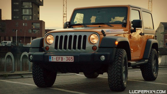"""Jeep JK with leveling kit and 33"""" tires"""