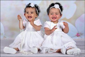 Photographe Sarthe enfant - Jumelles fleurs - Photographe Sarthe portraits