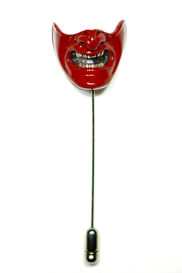 Samurai mask pin a red