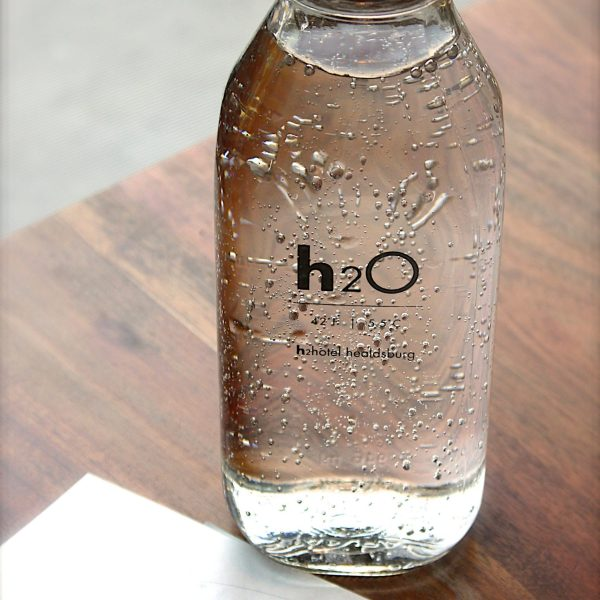 clear-glass-h2o-bottle-113734