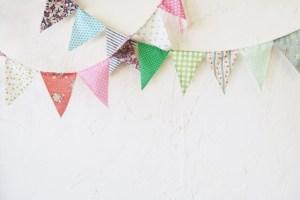 布でガーランドを手作りしよう!簡単な作り方は型紙で文字など作る方法