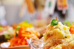 ホームパーティーは持ち寄り料理が楽しい!簡単なおつまみレシピ