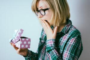 女性に贈るセンスの良いプレゼントおすすめ8選【喜ばれる人気の贈り物】
