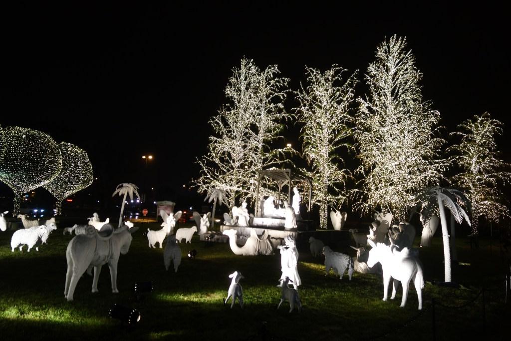 outdoor nativity scene Nashville Gaylord Opryland Hotel