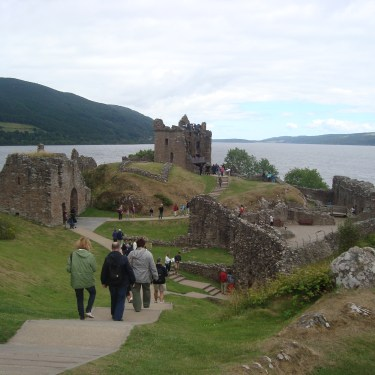 Scotland – Baby Bug and a Bagpiper