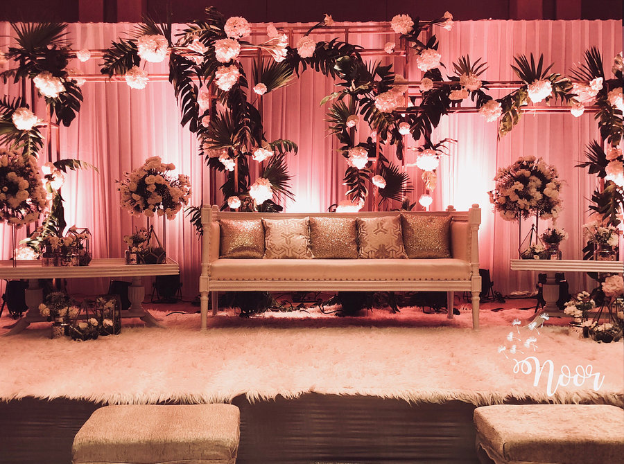 Light Up Your Wedding Stage With These Props | Lucky ...