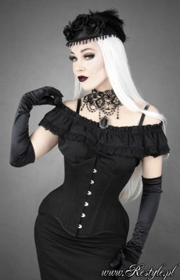 "Restyle's ""Wide Hip"" underbust in matte cotton is an excellent choice for those with a high hip spring and short torso."
