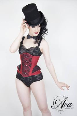 Carmen corset made by Ava Corsetry. Model: Miss Betsy Rose