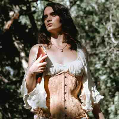 Gold_brocade_hourglass_longline_corset