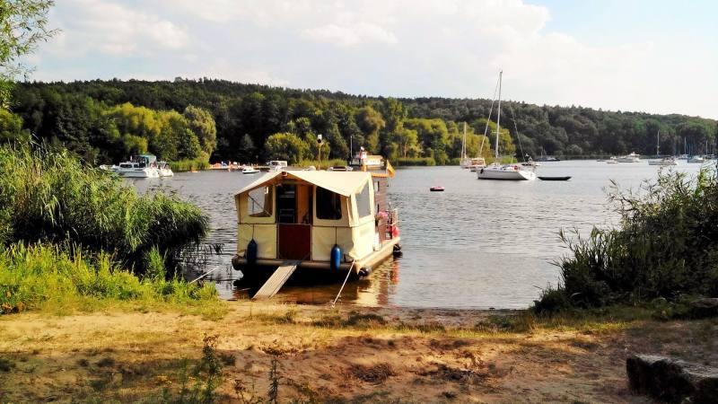 Vivere Berlino: andare a fare il bagno nel lago, con barchette