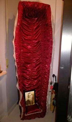 bara-verticale-foderata-di-rosso