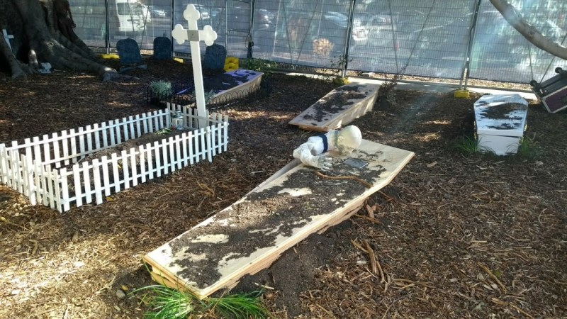 Halloween in Australia: un finto cimitero