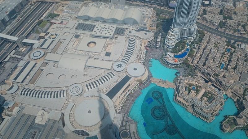il centro commerciale Dubai Mall visto dal grattacielo Burj Khalifa