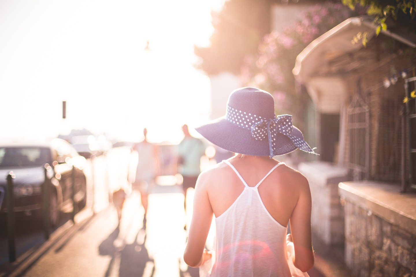 beautiful-girl-with-hat-in-sun-picjumbo-com