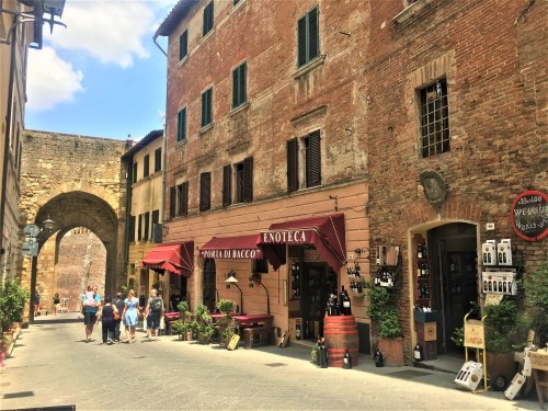 What to see in Montepulciano Italy in one day - Lucy Williams Global