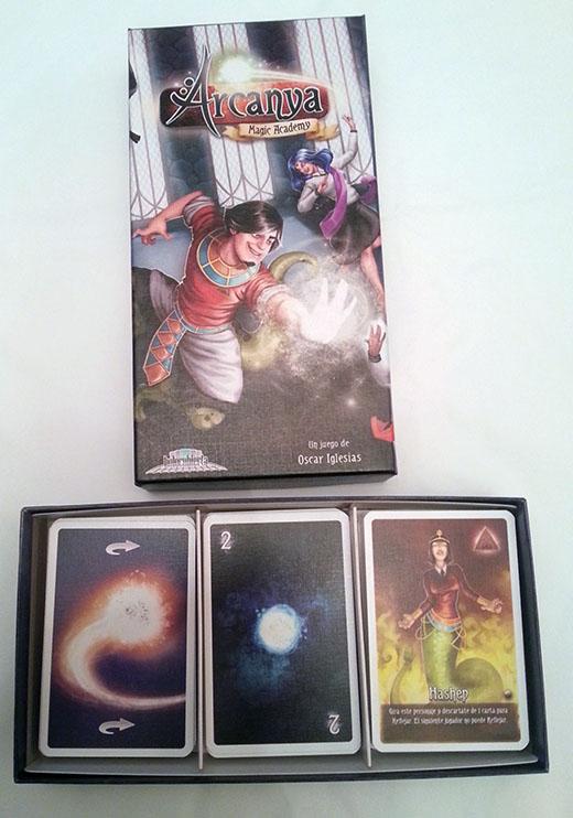 Caja abierta de Arcanya Magic Academy