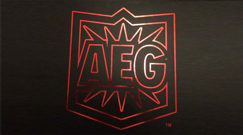 Logo de AEG en la Black box de 2015