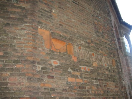 Roman roofing tiles in the wall of St Nicolas chapel.  Credit: Bureau Archaeology and Monuments, City of Nijmegen