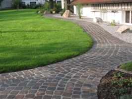 Gartenweg pflastern   Wir machen Ihre Wege mit Naturstein ...