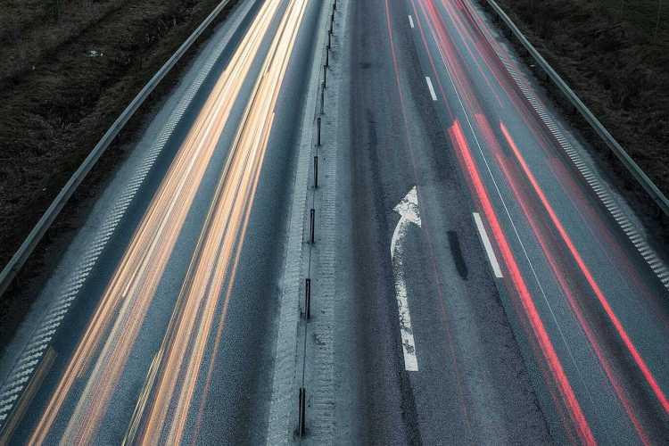 Forsbacka E22 ljusspår och långa slutartider - Ludwig Sörmlind
