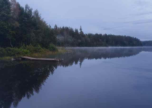 Spegelblank sjö utanför Urshult - Ludwig Sörmlind