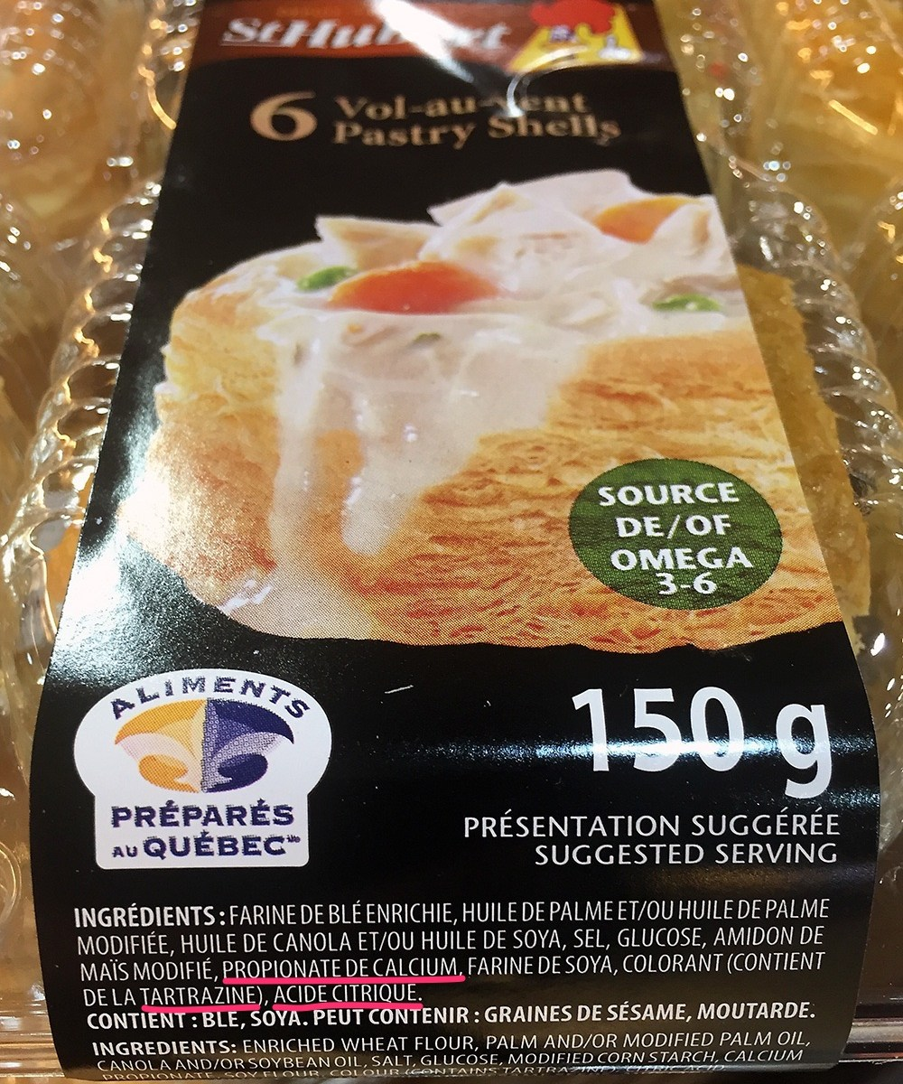 Emballage de 6 vol-au-vent St-Hubert; la liste d'ingrédients contient : propianate de calcium, tartrazine et acide citrique.