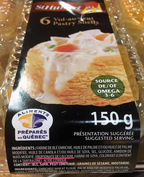 Emballage de 6 vol-au-vent St-Hubert; la liste d'ingrédients contient: propianate de calcium, tartrazine et acide citrique.