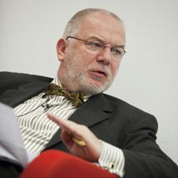 Dr. Michael Kausch