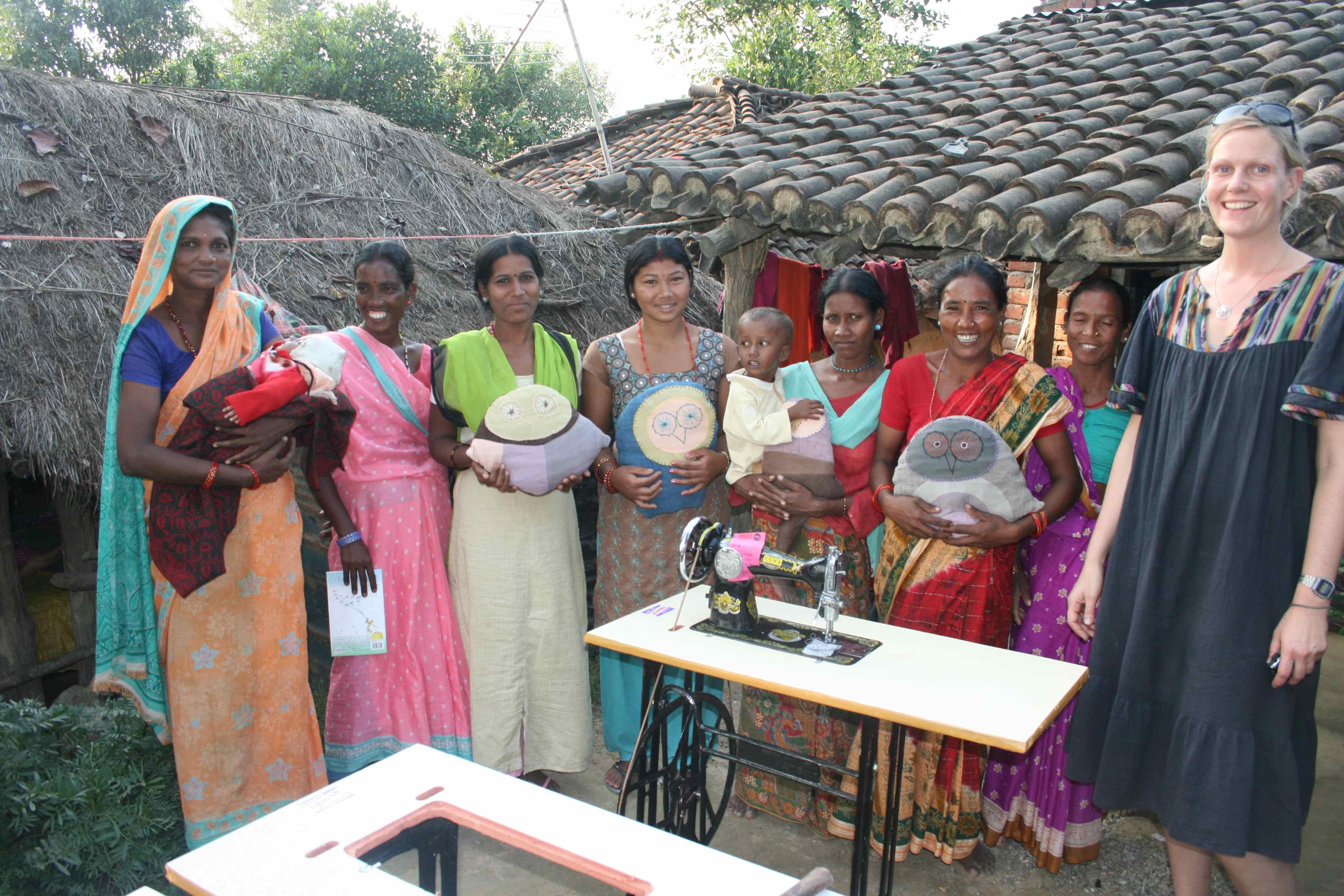 KV med Asha, Bishnu, Sita Chetkala, Laxmi, Sabitri og Shanti