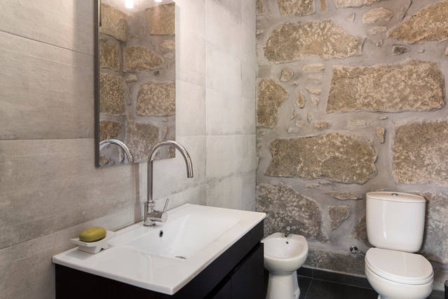 foto badkamer bij slaapkamer 1e etage adegahuis