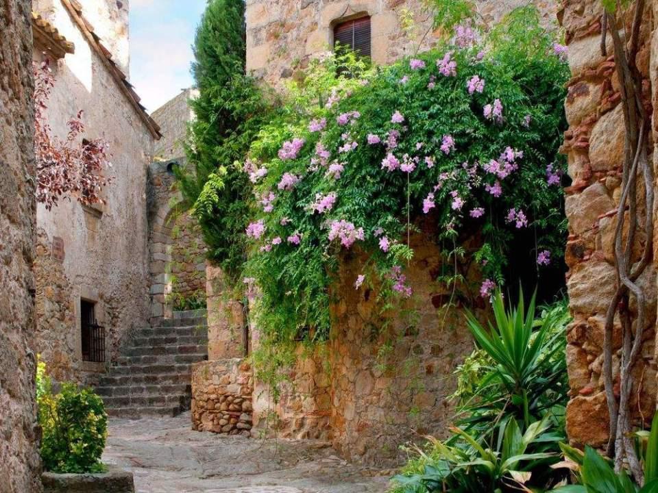 Los 10 Pueblos Más Bonitos De Cataluña Que Deberías Visitar