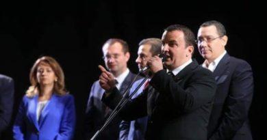 Lugoj Expres Se alege noul președinte al Consiliului Județean Timiș. Lugojeanul Călin Dobra nu are adversar Sorin Grindeanu PSD președinte PMP Consiliul Județean Timiș Călin Dobra alegerea președintelui ALDE