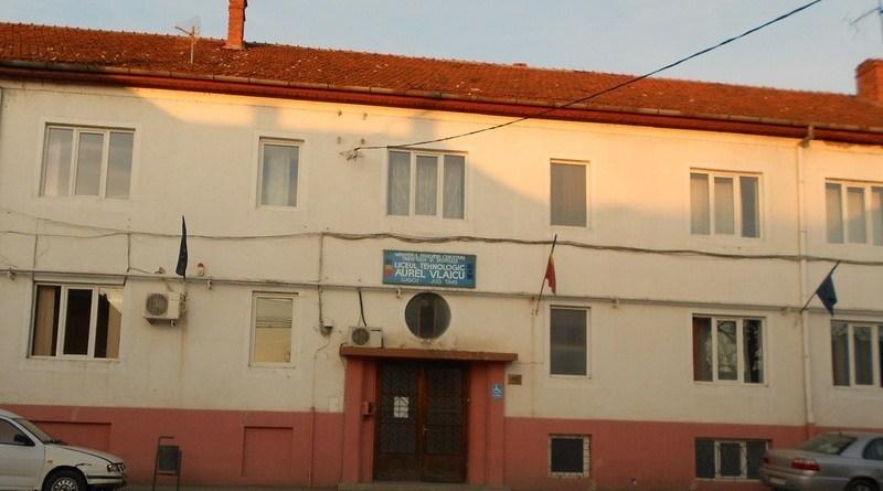 """Lugoj Expres Bătaie între un elev și un profesor, la un liceu din Lugoj spital școală profesor Liceul Tehnologic """"Aurel Vlaicu"""" Lugoj liceu incident elev bătaie altercație"""