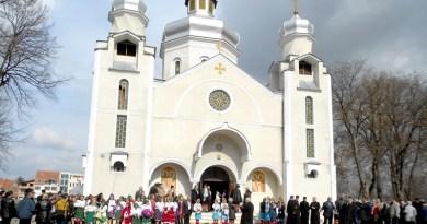 Lugoj Expres Biserica Ortodoxă Ucraineană din Lugoj își sărbătorește primul hram ucrainenii din Lugoj ucraineni Ucraina Sfântul Volodemer serviciu divin sărbătoare Lugoj hram credincioși biserica ucraineană biserica