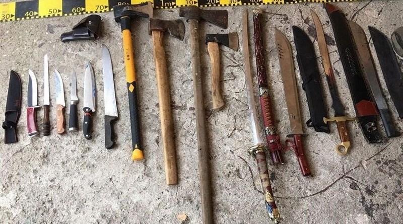 Lugoj Expres Polițiștii au descoperit un adevărat arsenal în urma perchezițiilor la clanurile de romi din Lugoj uz de armă romii din Lugoj romi percheziții nerespectarea regimului armelor și al munițiilor clanuri de romi arme