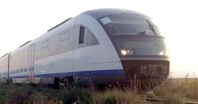 Lugoj Expres Accident feroviar, la Lugoj: Săgeata Albastră a lovit o autoutilitară care transporta pâine trecerea la nivel cu calea ferată săgeata albastră Lugoj autoutilitară lovita de tren autoutilitară avariată accident feroviar