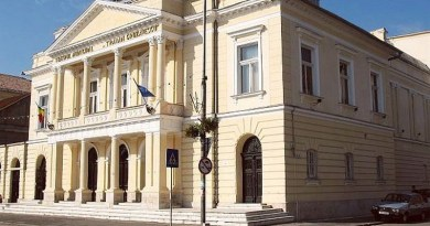Lugoj Expres Recital de pian, la Teatrul din Lugoj teatrul Lugoj recital pian melomani