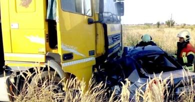 Lugoj Expres Accident devastator, între un autoturism și un TIR, pe centura Lugojului (FOTO) șofer decedat persoană încarcerată nenorocire pe șosea ISU Timiș Impact violent centura Lugojului anchetă accident mortal