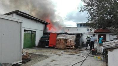 Lugoj Expres Pericol de explozie! Incendiu puternic la Centrul Rezidențial de Copii din Pietroasa Mare (FOTO) pompieri Pietroasa Mare pericol de explozie ISU Timiș incendiu Dieceza Timișoara copii evacuați Centrul Rezidențial de Copii Caritas