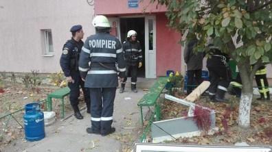 Lugoj Expres Explozie puternică într-un bloc de garsoniere, din Lugoj (FOTO) rănit pompieri persoane evacuate pagube incendiu explozie bloc