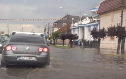 Lugoj Expres Inundații cu repetiție, pe străzile din Lugoj străzi inundate ploi abundente ploaie torențială Lugojul sub ape inundații