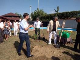 """Lugoj Expres Primarii din Lugoj și Jena au plantat """"Copacul prieteniei"""" (FOTO) Thomas Nietzsche stejar plantat parteneriat Lugoj Jena înfrățire copacul prieteniei Albrecht Schröter 35 de ani"""