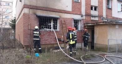 Lugoj Expres Apartament distrus de un incendiu puternic. 20 de persoane au fost evacuate pompieri persoane evacuate ISU Timiș incendiu Lugoj incendiu bloc incendiu foc Cotu Mic apartament distrus apartament