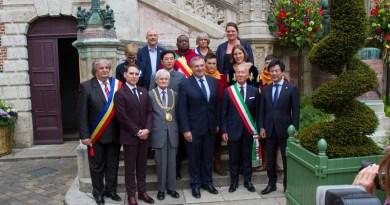 Lugoj Expres Delegație lugojeană la Sărbătoarea Ioanei d`Arc, la Orléans. S-a marcat și 25 de ani de înfrățire cu orașul francez vizită Sărbătoarea Ioanei d`Arc parteneriat Orleans Lugoj înfrățire Franța Francisc Boldea delegație lugojeană 25 de ani