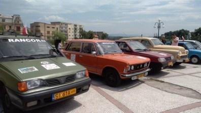 Lugoj Expres Automobile retro românești și poloneze, expuse în centrul Lugojului via Carpatia turism tur al orașului popas mașini retro mașini poloneze Lugoj Go România caravana automobilistică caravana autoturisme de epocă automobile de epocă